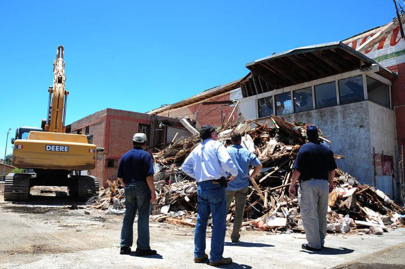 1200px-FEMA_-_44649_-_Earthquake_damaged_buildings_in_California